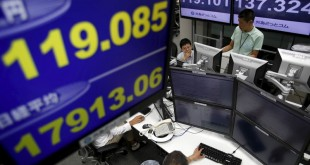 Employees of a foreign exchange trading company work under monitors displaying the exchange rates between the Japanese yen and the U.S. dollar (L top, back L) and the Japan's Nikkei average (L bottom), and the exchange rates between the yen against the Euro (back R) in Tokyo August 26, 2015.  REUTERS/Yuya Shino